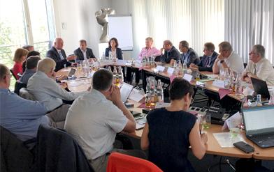Der Bundesbeautragte für den Datenschutz und die Informationsfreiheit, Ulrich Kelber, spricht zu den Teilnehmern der Arbeitskreissitzung in Berlin.