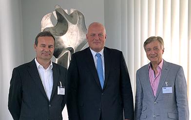Der neue und der alte Leiter des AWV-Arbeitskreises 4.3 mit dem Bundesbeauftragten für Datenschutz und Informationsfreiheit in ihrer Mitte